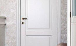 dveri_belaya